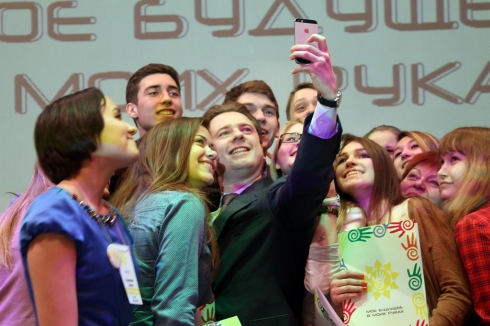Владимир Бурматов поддержал студенческие проекты