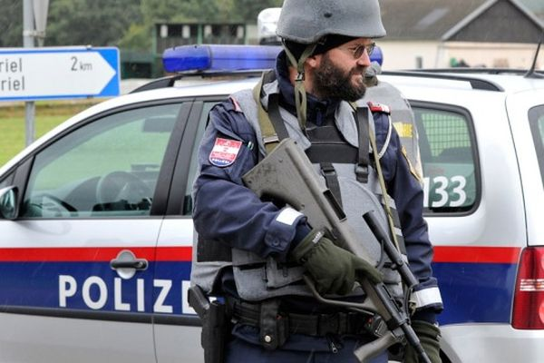 ВоФранции двое мужчин открыли стрельбу около мечети