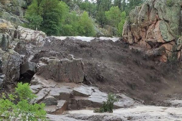Жертвами спонтанного паводка вАризоне стали девять человек