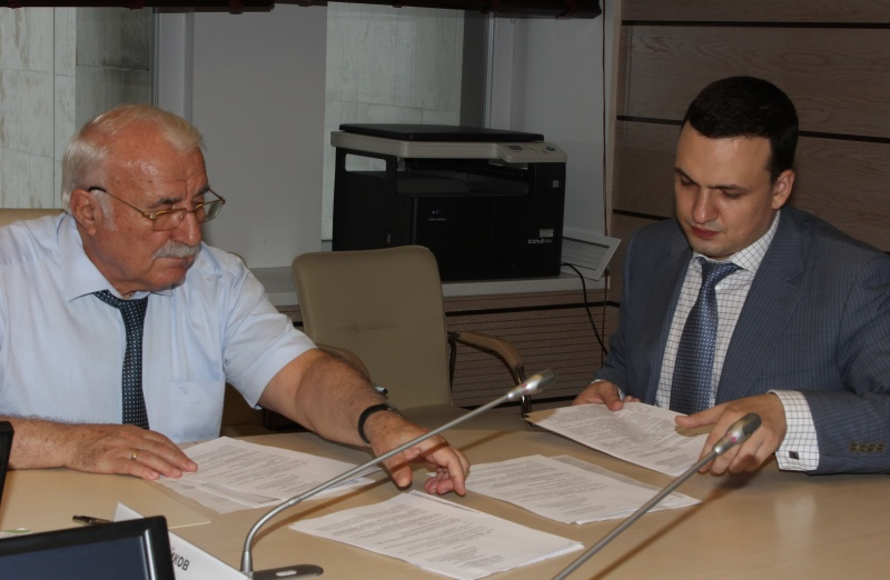 Кандидат всвердловские губернаторы отэсеров Дмитрий Ионин подал документы визбирком