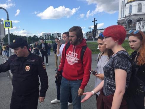 В День Петра и Февронии екатеринбургская полиция задержала феминисток