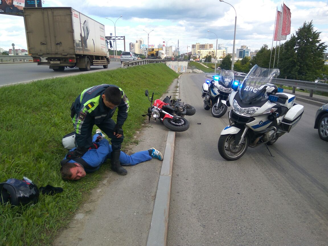 ВЕкатеринбурге мотополицейские устроили погоню забайкером без прав