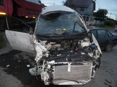 На Урале автоугонщик попал в несколько ДТП, пока его преследовали