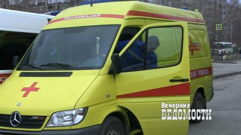 В Екатеринбурге автокран задавил женщину на переходе