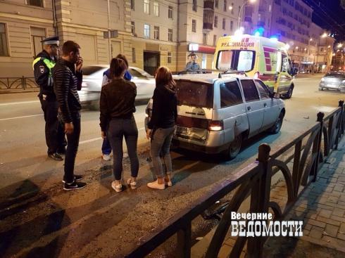 «Приора» протаранила три легковушки в центре Екатеринбурга (ФОТО)