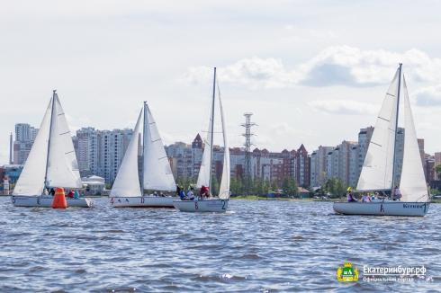 Талисман Дня города: в Екатеринбурге стартовала парусная регата