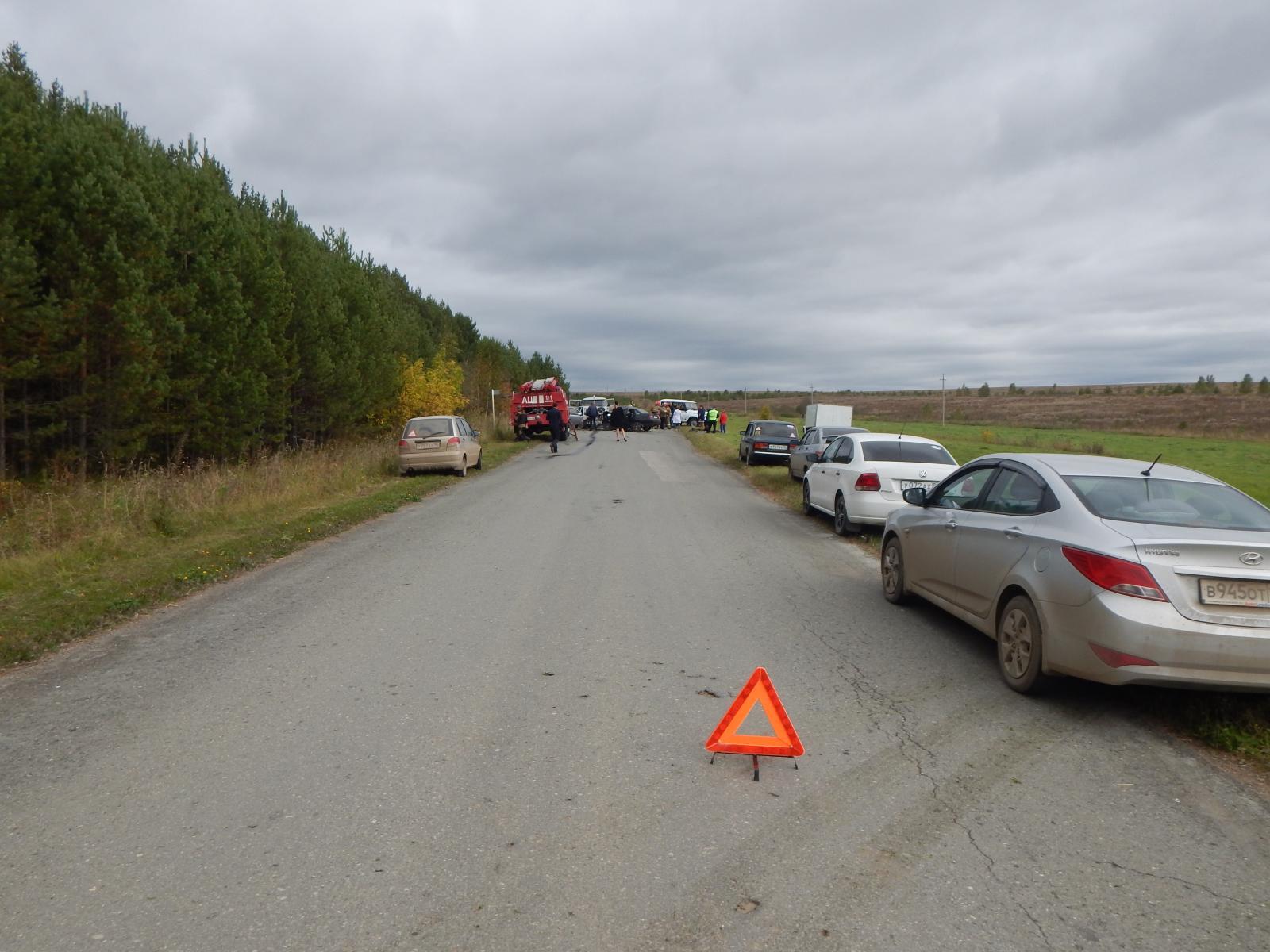 Влобовом ДТП науральской трассе погибли два человека— Пострадавших вызволяли cотрудники экстренных служб
