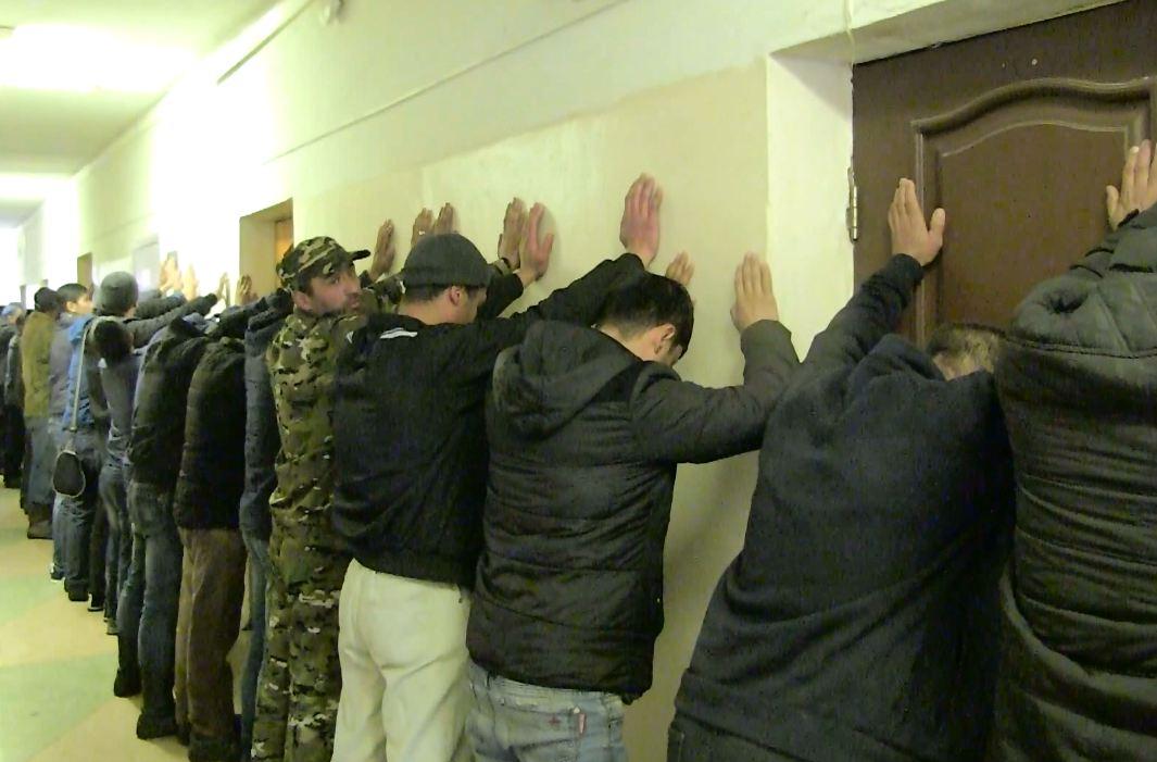 Полицейские Екатеринбурга проводят рейды повыявлению нарушений всфере миграции