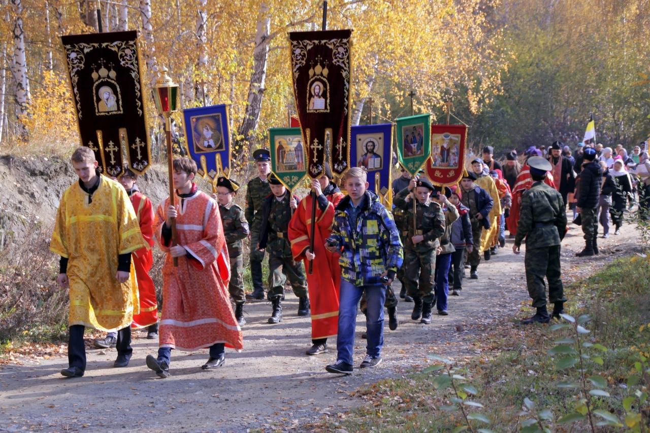 2000 человек вЕкатеринбурге провели крестный ход наначало учебного года