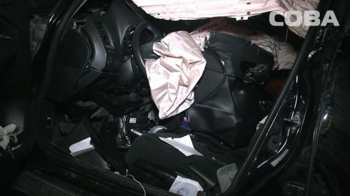 Врезался в столб: на улице Токарей в Екатеринбурге погиб водитель Honda Civic