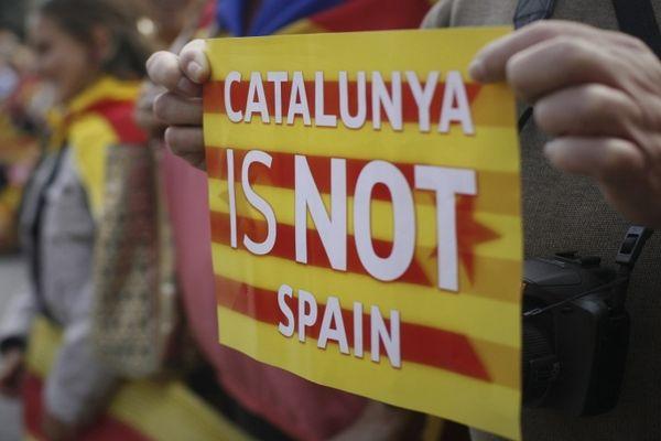 РФ рассчитывает, что Испании удастся одолеть кризис сКаталонией, объявил Путин