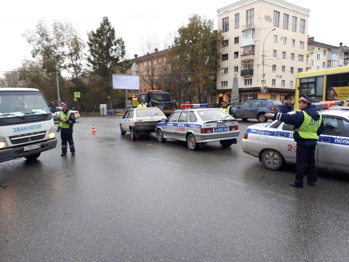 Лихач протаранил машину ДПС вЕкатеринбурге