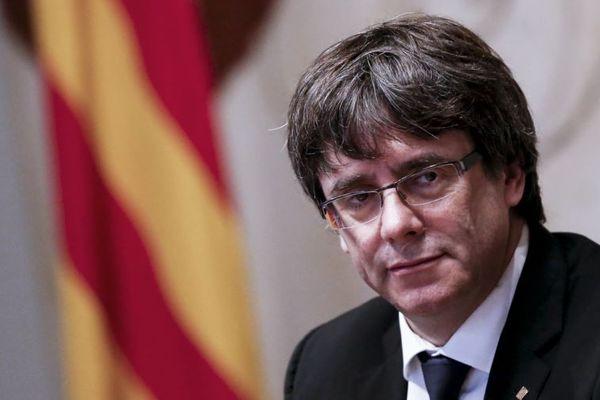 Председатель руководства Каталонии подписал декларацию онезависимости