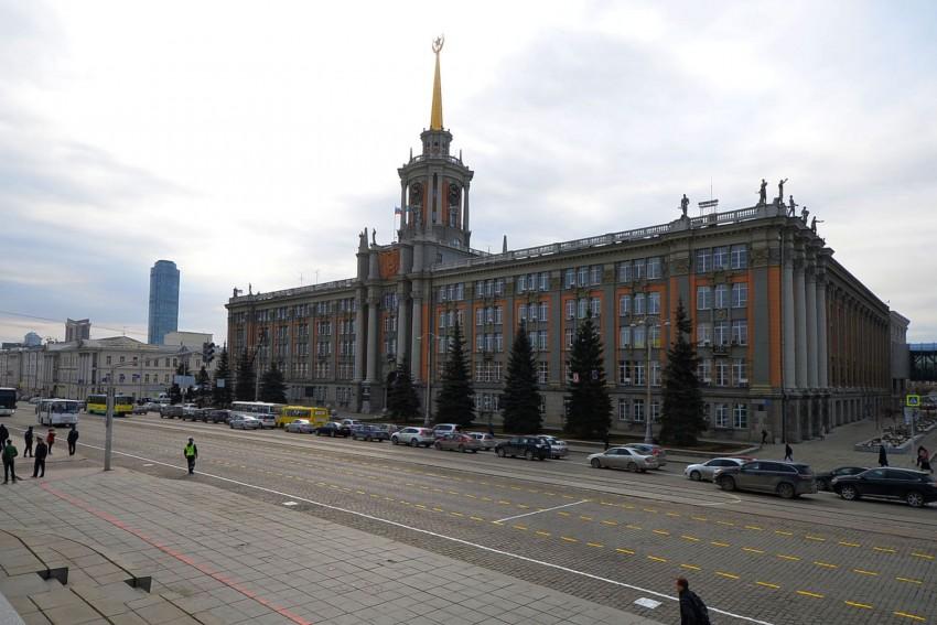 Заезд вцентр Екатеринбурга для легковых автомобилей хотят сделать платным