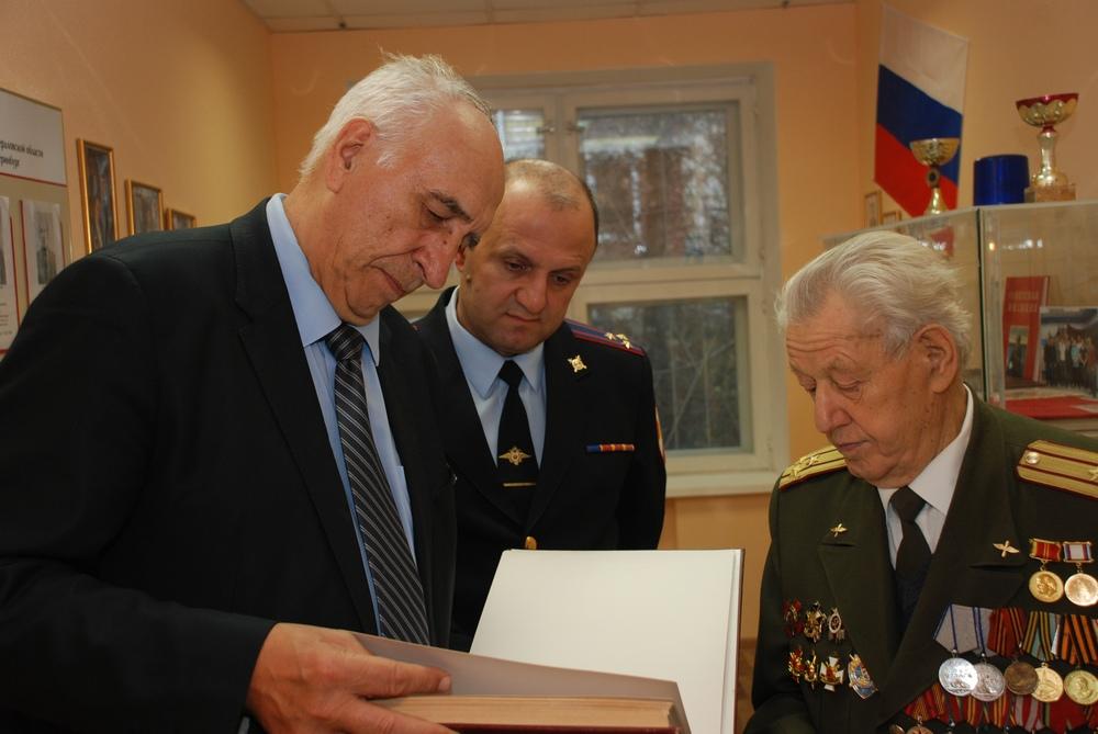 ВоВладимире чествуют наилучших служащих вневедомственной охраны