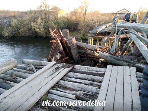 На Урале КамАЗ «нырнул» в реку