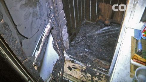 На улице Чердынской загорелся балкон жилого дома