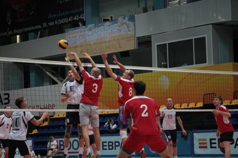 Сборная ЕВРАЗ НТМК по волейболу победила в «Стальном кубке Урала»