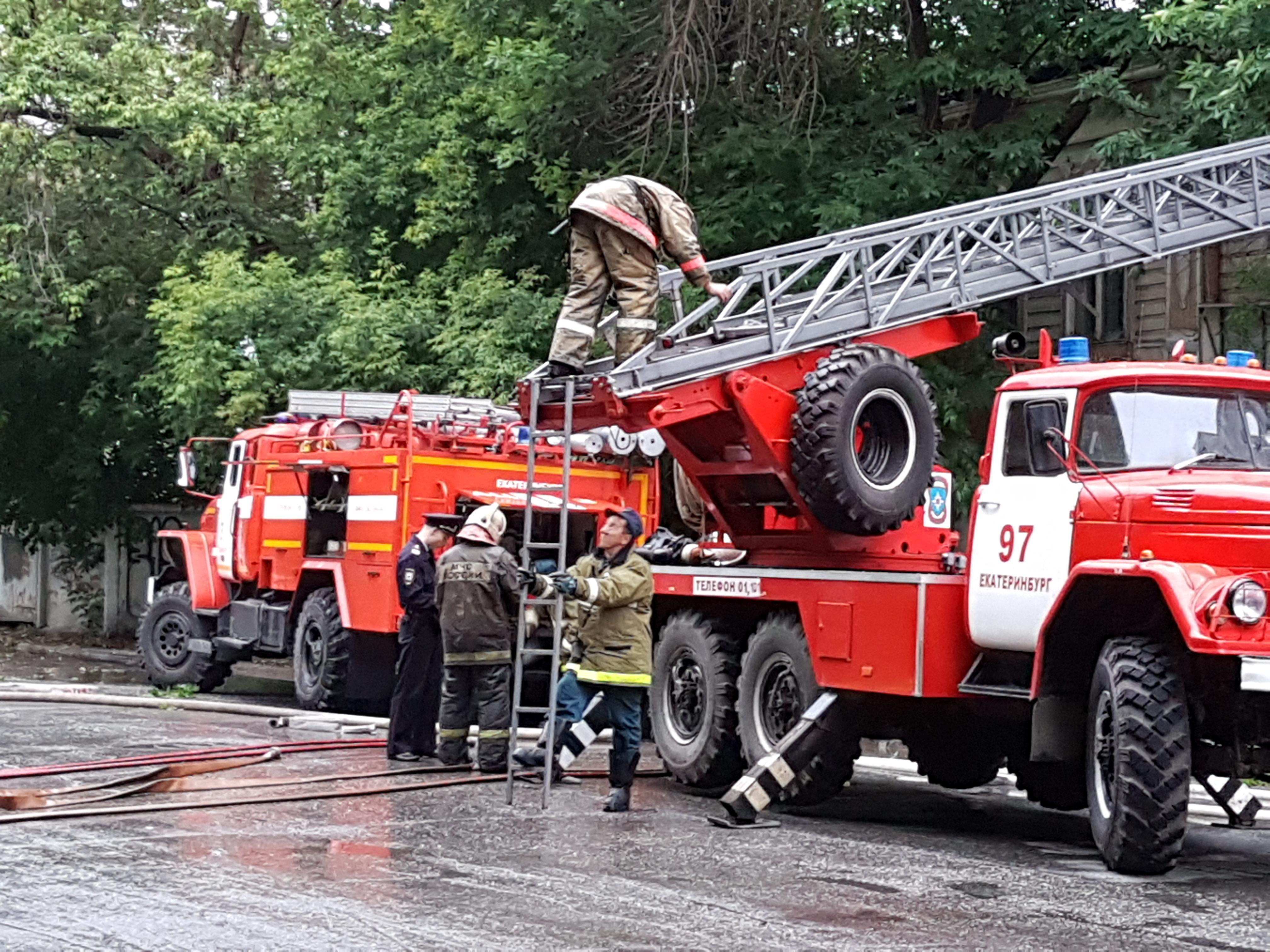 ВЕкатеринбурге из-за пожара довелось эвакуировать граждан пятиэтажки