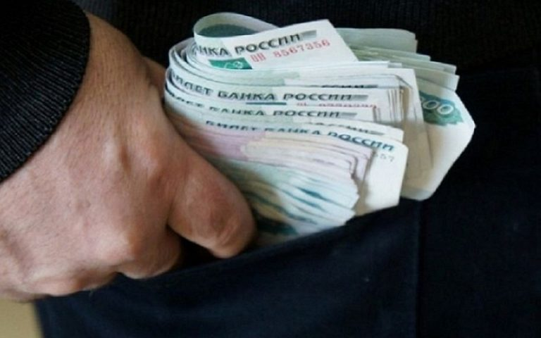 ВНижнем Тагиле руководитель предприятия-должника похитил неменее 850 тыс. руб.