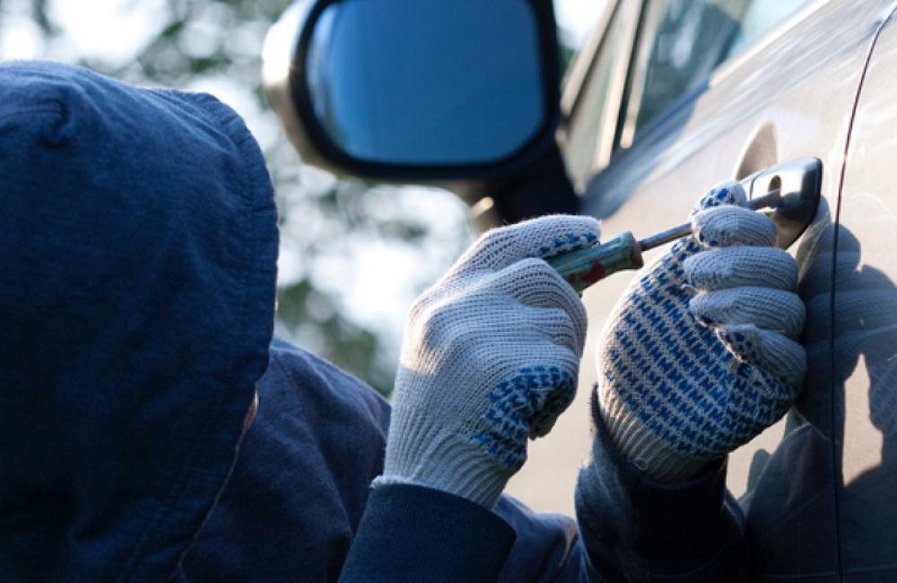 Задержали серийных автоугонщиков изБерёзовского, один изкоторых «потерял» костыли вмашине