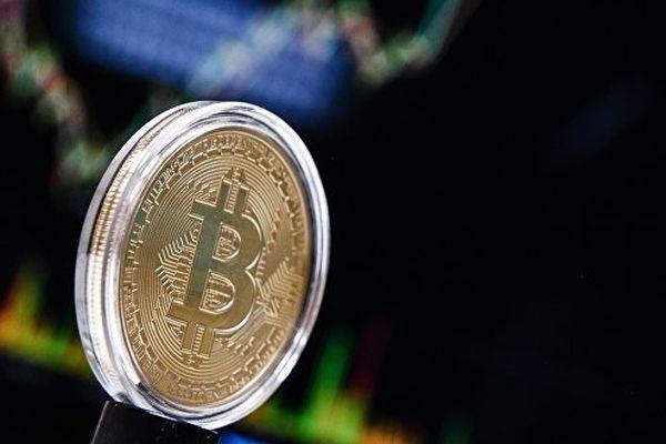 Стоимость биткоина запоследние дни снизилась на30%