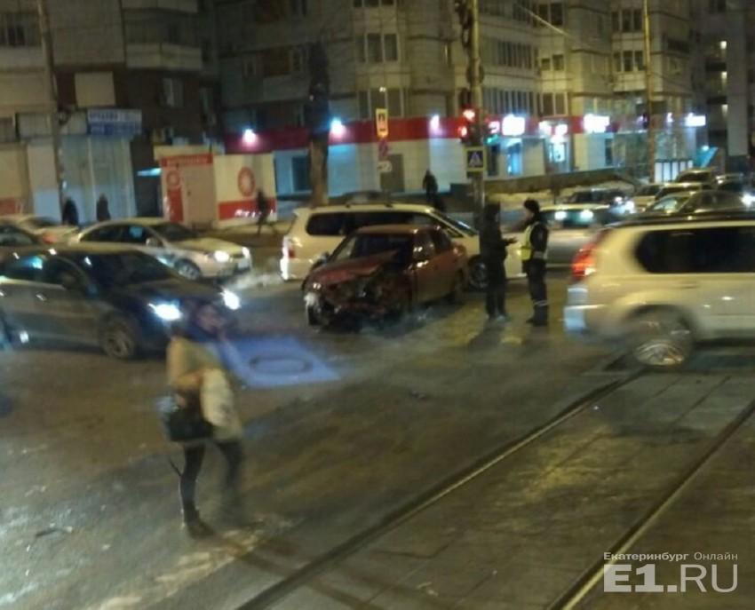 Еще одно серьезное ДТП с пострадавшими в Екатеринбурге