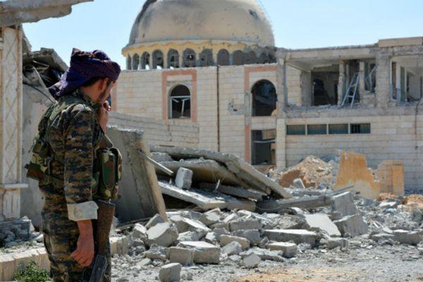 ВМинобороныРФ проинформировали о скором разгромеИГ навостоке Сирии
