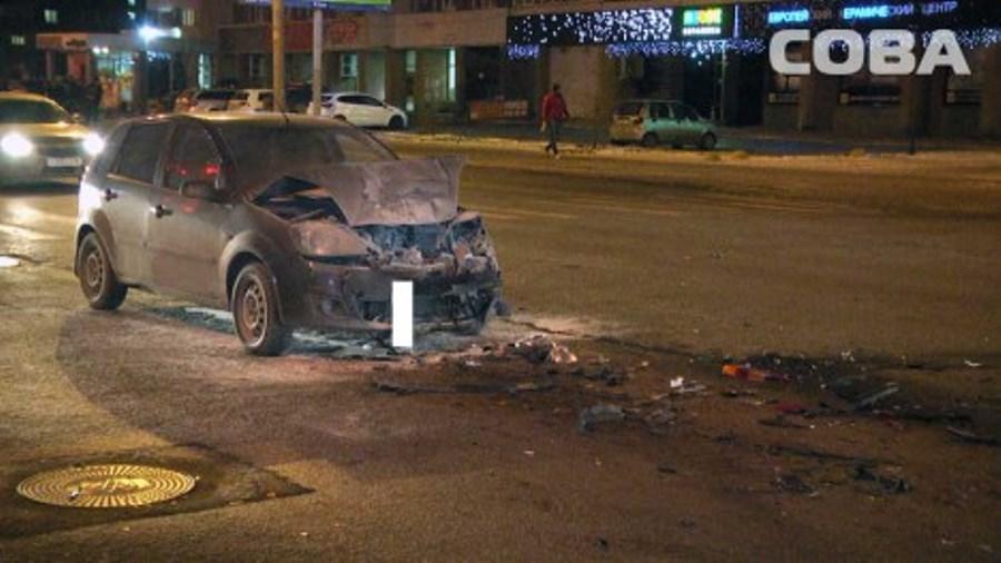 Тройное ДТП с пожаром в Екатеринбурге