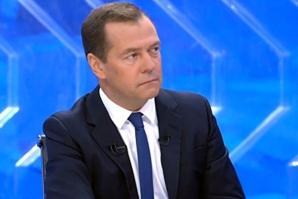 Медведев прокомментировал возможность улучшения отношенийРФ иСША