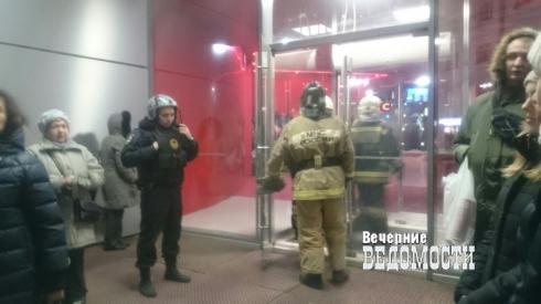 Из кинотеатра «Салют» эвакуируют пришедших на встречу с режиссером фильма «Матильда»
