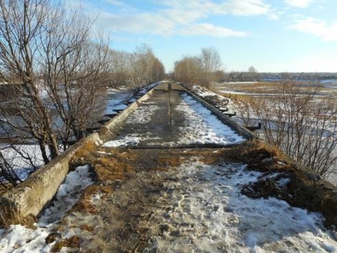 В Тавде задержали трех мужчин, которые пытались разобрать мост