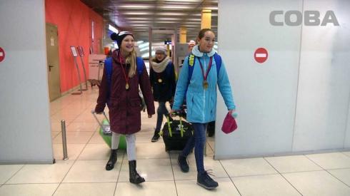 В Екатеринбурге встретили синхронисток, завоевавших 11 медалей на турнире в Евпатории