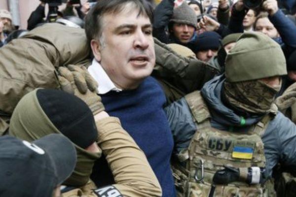 Сторонники Михаила Саакашвили укрепляют палаточный городок возле Верховной рады в Киеве