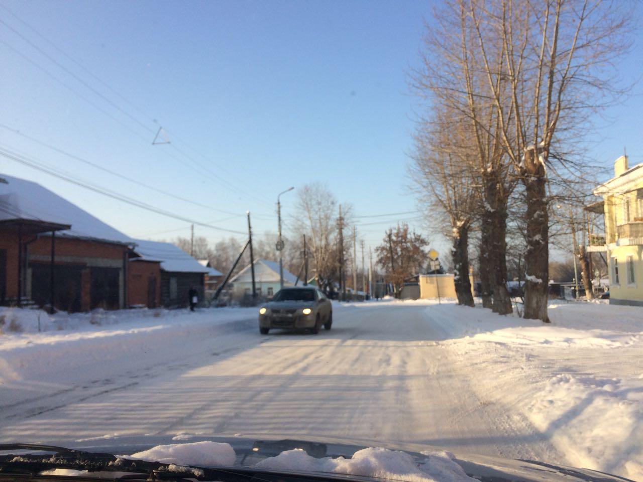 ВСреднеуральске ГИБДД из-за нечищеных дорог ограничила движение маршруток иавтобусов