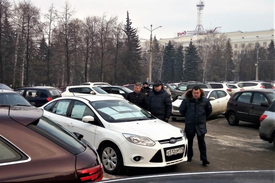 Челябинский садовод грозил подорвать себя укрыльца городской администрации