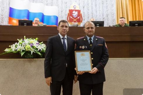 «У нас с вами много общих задач»: Евгений Куйвашев наградил сотрудников Росгвардии