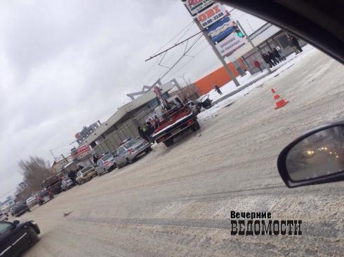 В Екатеринбурге пассажирка «Хонды» погибла после столкновения с грузовиком