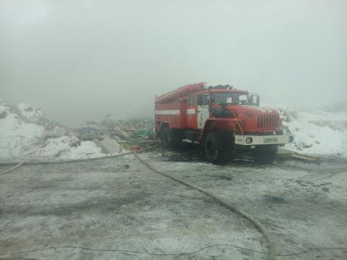 В Екатеринбурге ликвидирован крупный пожар на несанкционированной свалке