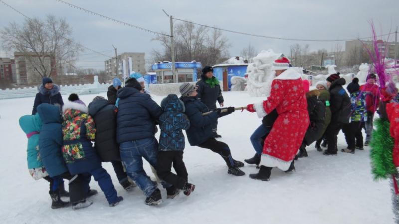 «Полицейский Дед Мороз» продолжил поздравлять детей и жителей Серова