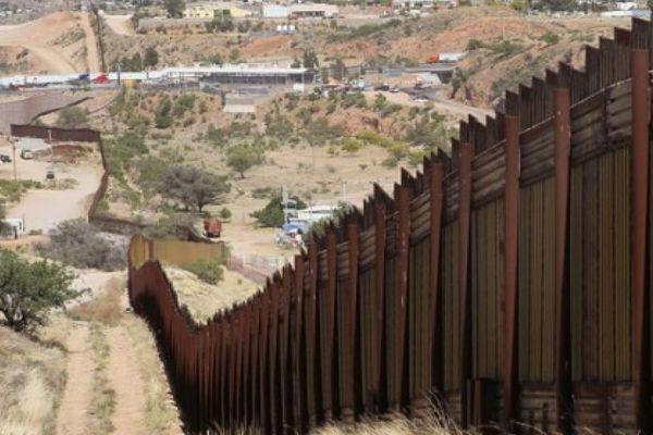 Трамп призвал построить великую стену на«очень небезопасной южной границе» страны