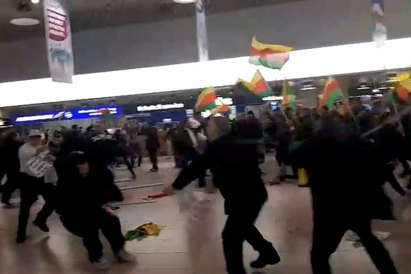 В германском аэропорту Ганновера произошла массовая драка между курдами итурками