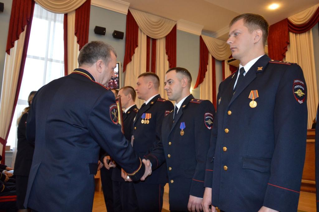Генерал Михаил Бородин наградил начальника тагильской милиции Ибрагима Абдулкадырова