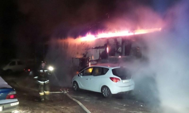 ВЕкатеринбурге пожарные отстояли отогня детскую спортивную школу «Динамо»