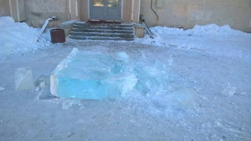 В Сысерти вандалы разрушили ледовый городок