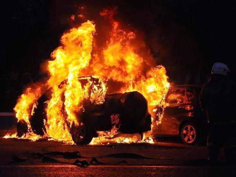 ВЕкатеринбурге заночь сгорело два автомобиля
