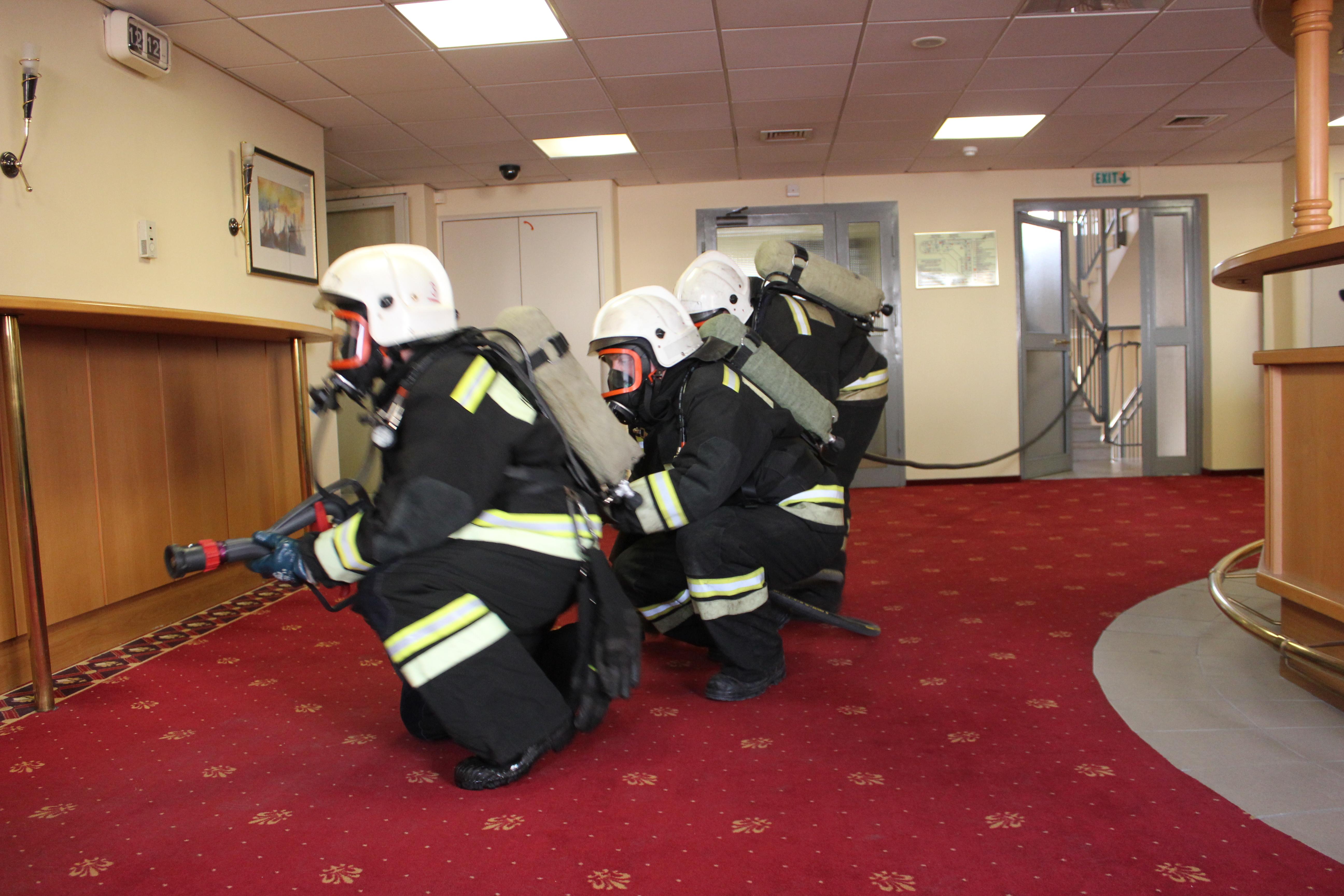 Готовимся к ЧМ-2018: сотрудники МЧС провели пожарные учения в екатеринбургском отеле