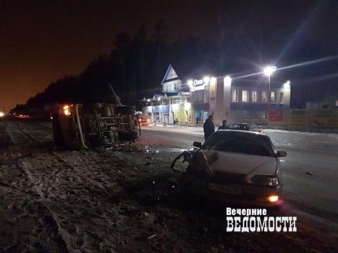 На трассе под Екатеринбургом опрокинулся фургон с пивом
