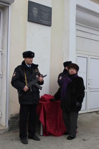 В Ревде установили мемориальную доску погибшему в Чечне в 2001 году Андрею Козырину