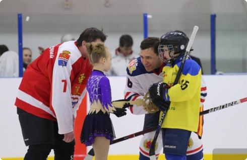 Команда Евгения Куйвашева сыграла в хоккей с администрацией Каменска-Уральского